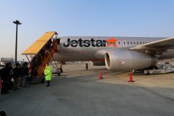 Jetstar タラップで搭乗