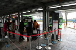桃園站-機場行きバス乗り場