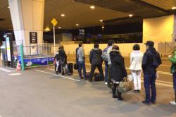 成田23時 東京シャトル最終便の列