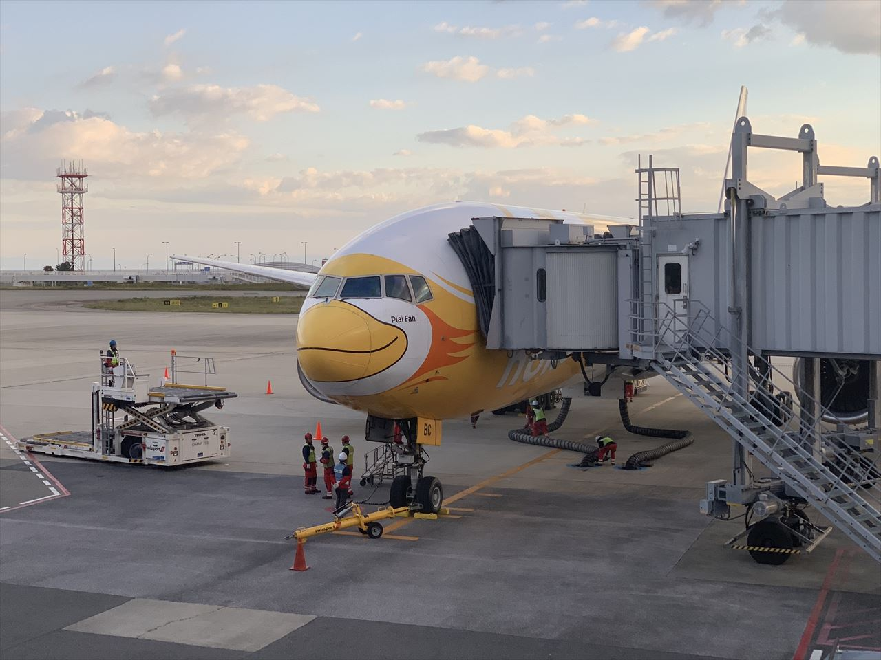 ドンムアン空港に到着したノックスクートXW111便