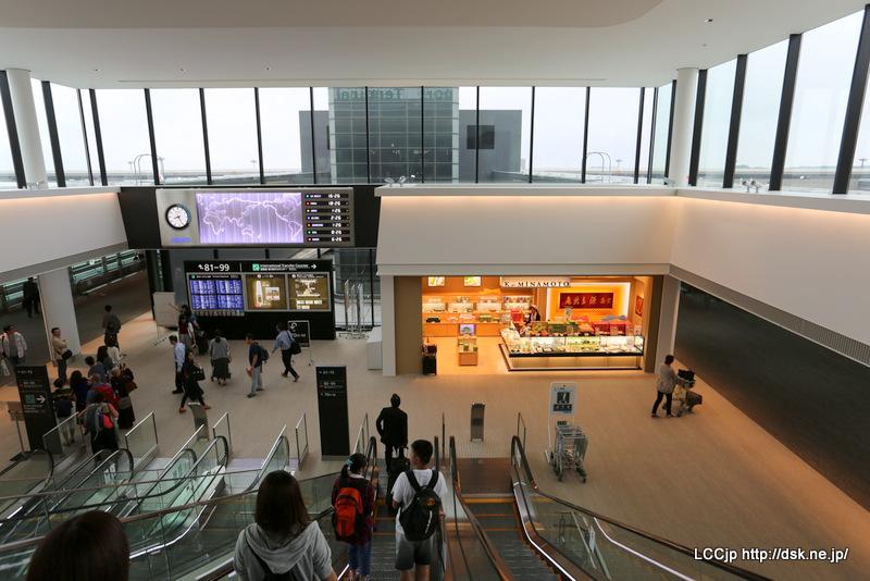 成田空港 70番ゲートへ