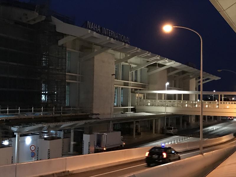 早朝の那覇空港 国際線ターミナル