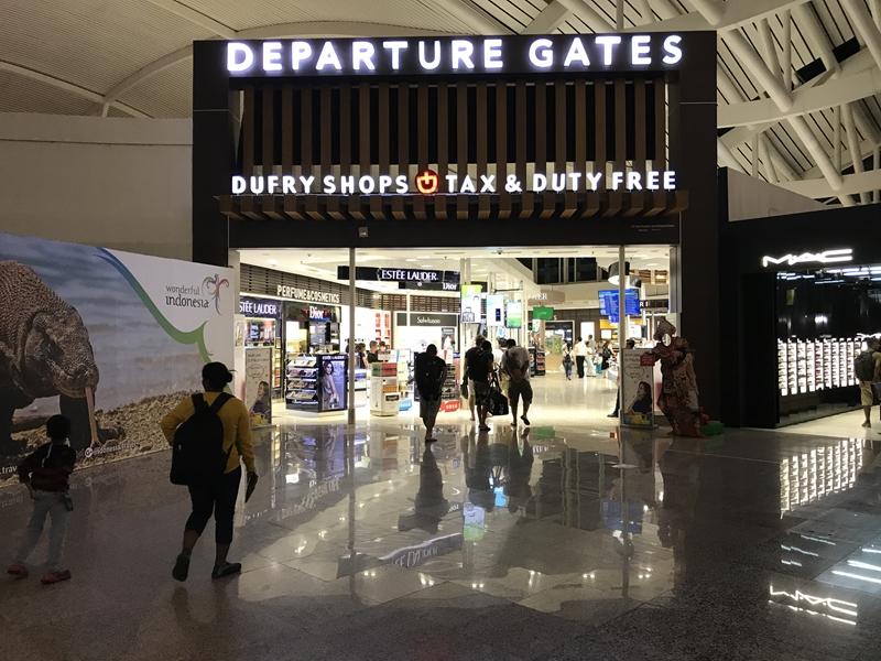 デンパサール空港 ウォークスルーな搭乗ゲート