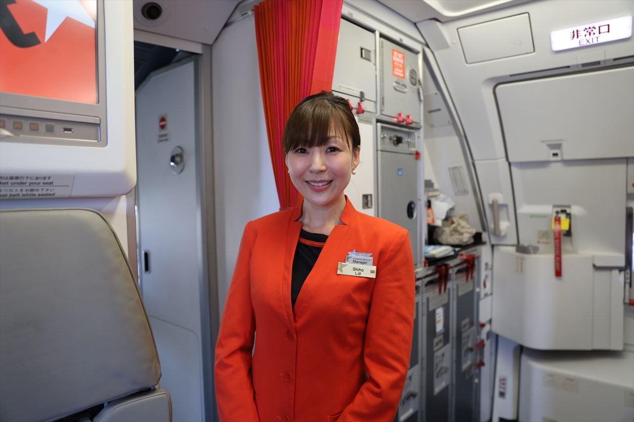 GK776初便の客室乗務員さん