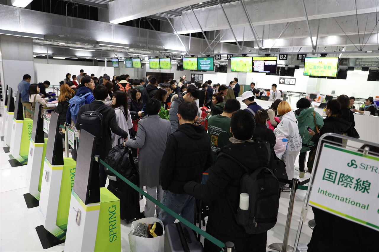 春秋航空日本 成田上海線チェックインカウンター