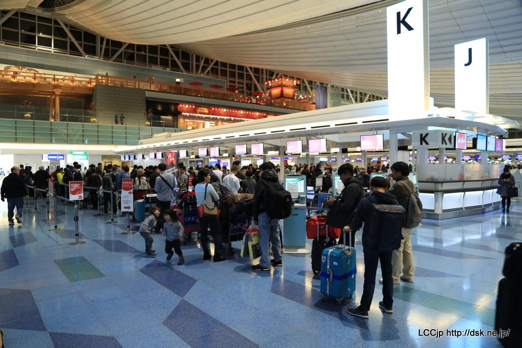 羽田空港国際線 エアアジアXチェックインカウンター