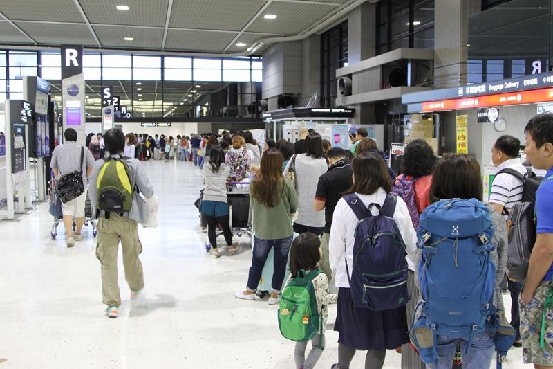 成田空港T2国際線ロビー チェックインカウンターS