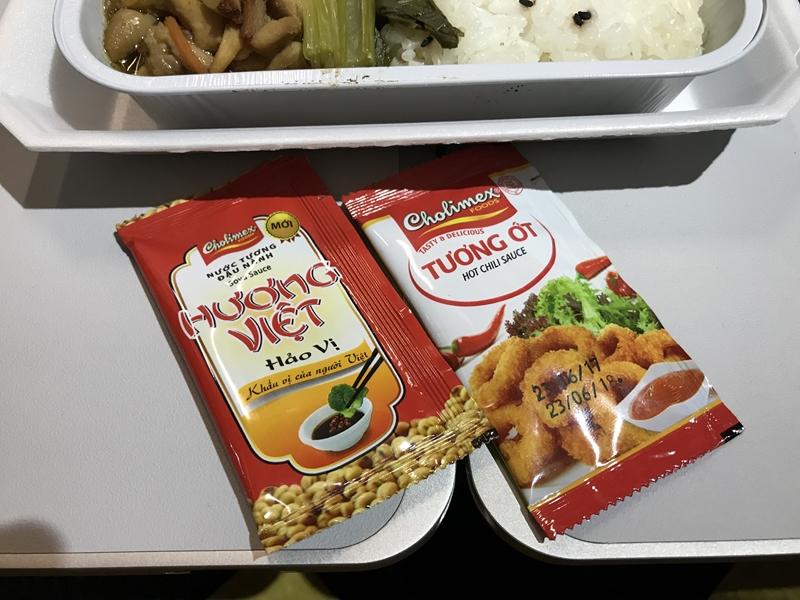 ジェットスター・パシフィック 機内食 チキンソテーとご飯 付属ソース