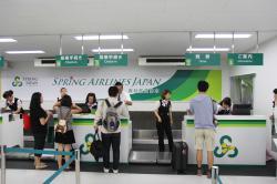 春秋航空日本のチェックインカウンター