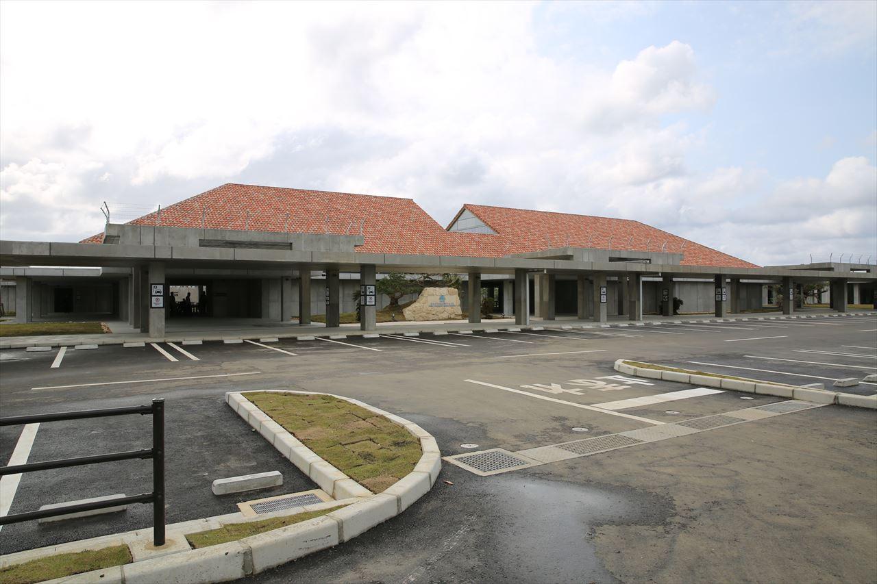 みやこ下地島空港ターミナル施設全景