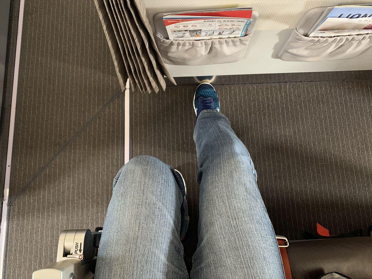 エコノミー席によってはストレッチ可能な席もある