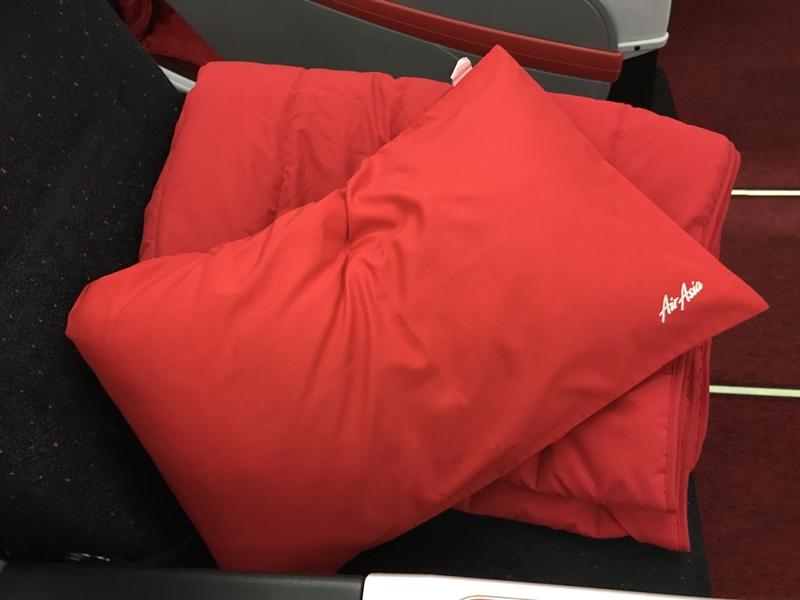 プレミアムフラットベッドで枕とブランケット