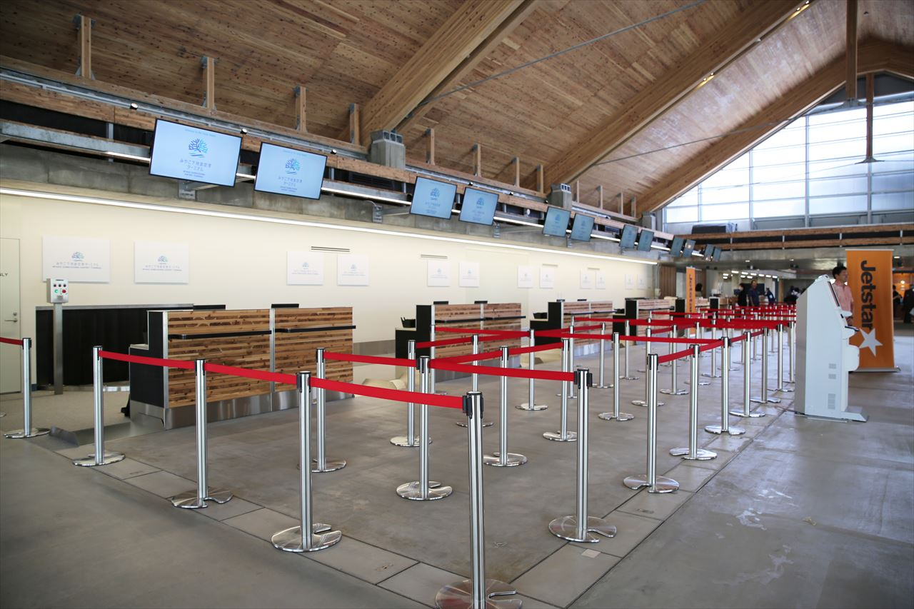 下地島空港チェックインカウンター