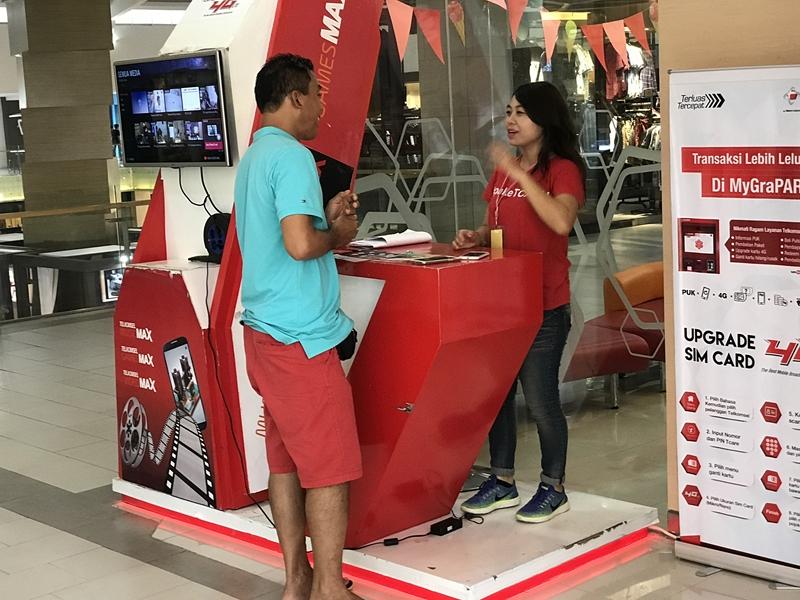 Hypermart TELKOMSEL 横のカウンター