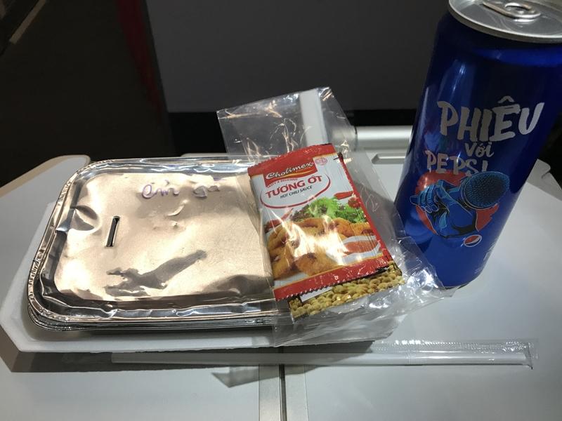 ジェットスター・パシフィック 機内食 チキンソテーとご飯