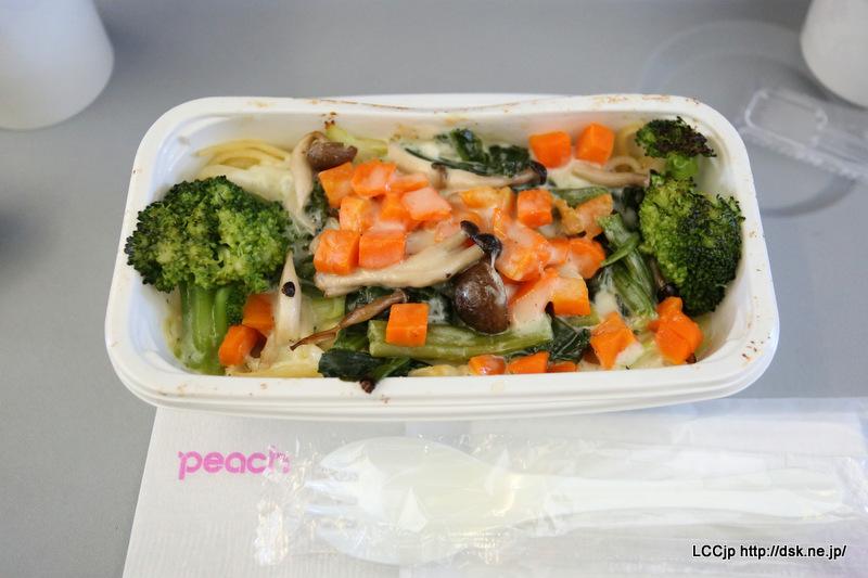 ピーチ 機内食 春キャベツのハーブクリームソース リングイネパスタ