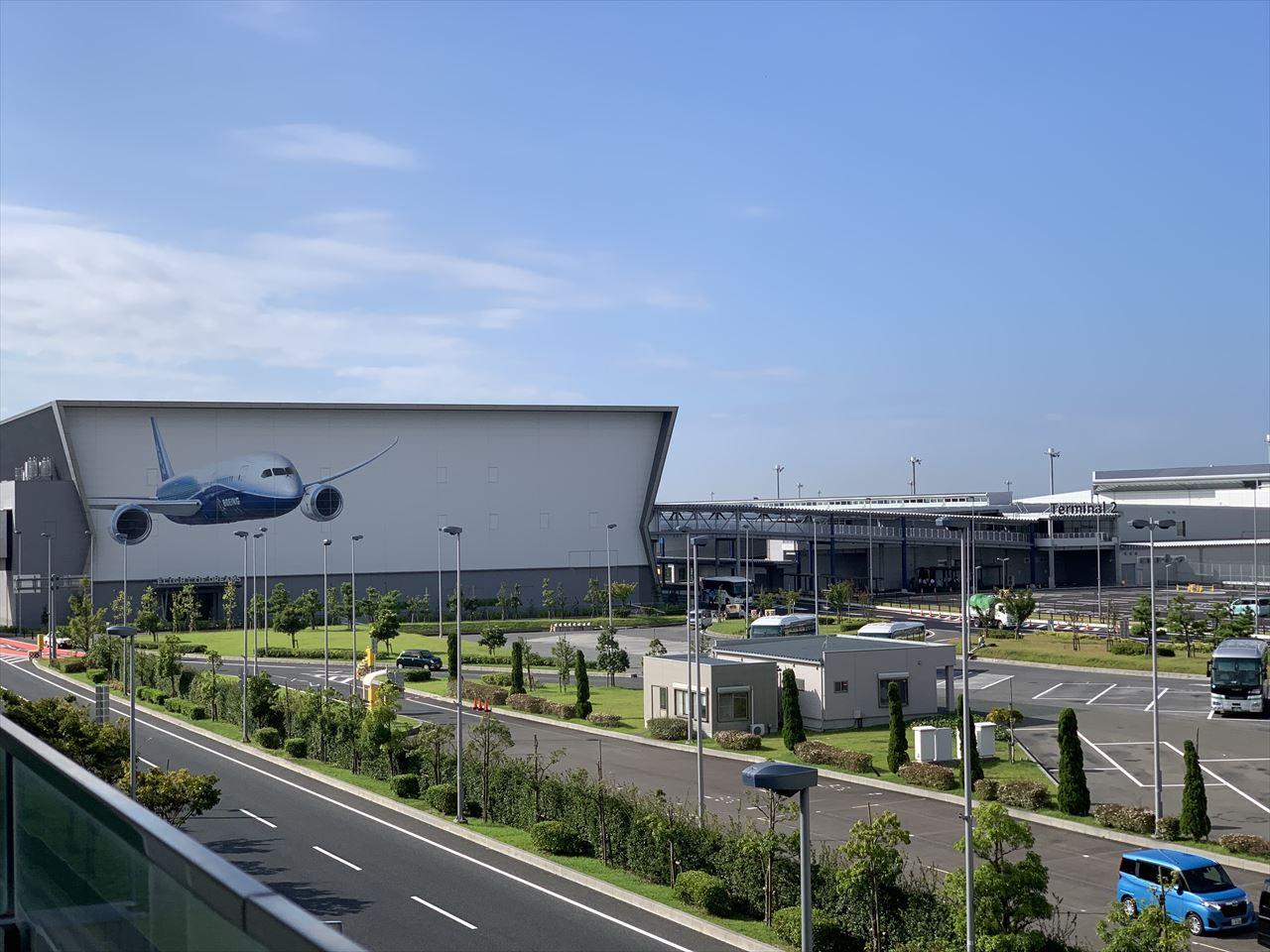 (左)FLIGHT OF DREAMS (右)第2ターミナル