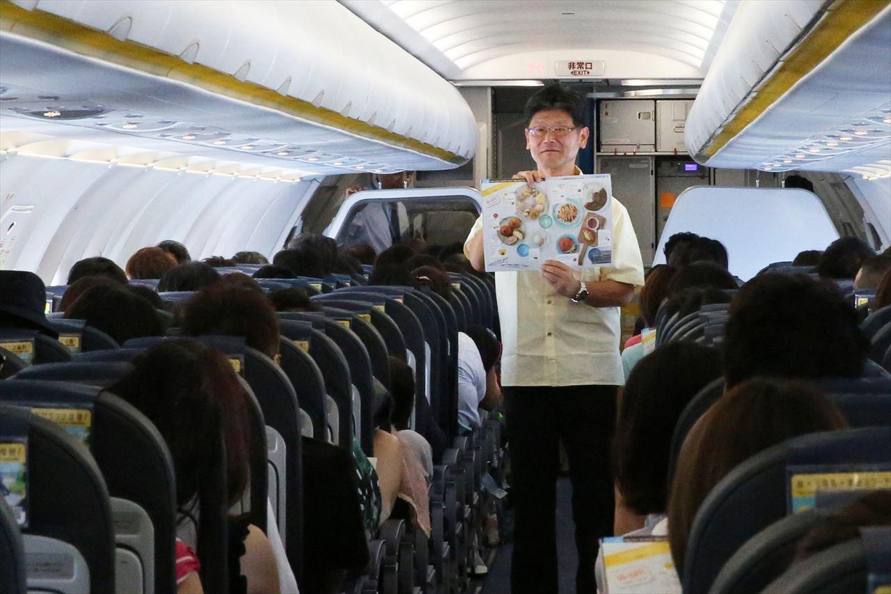 機内食のセールスをする五島社長