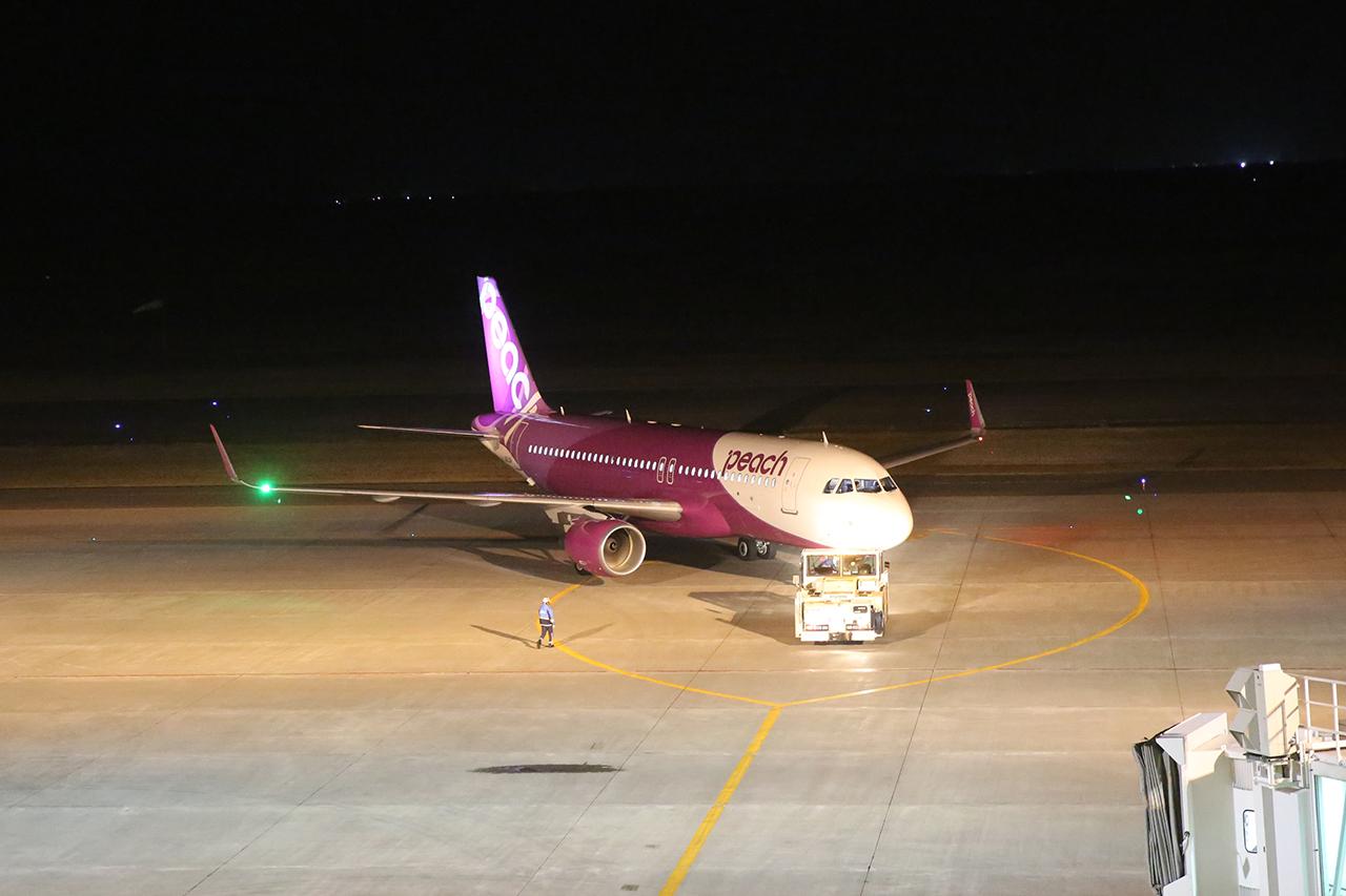 新千歳空港を出発する仁川行きMM701初便