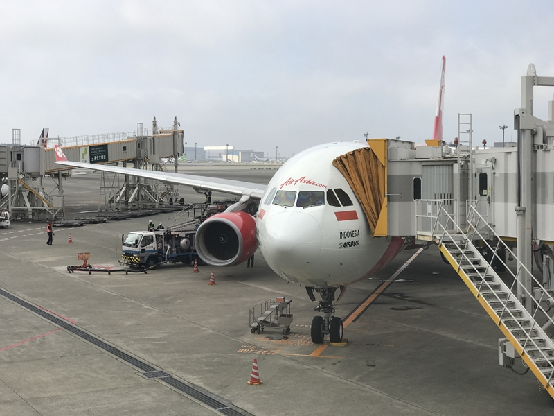 XT401 成田空港に到着