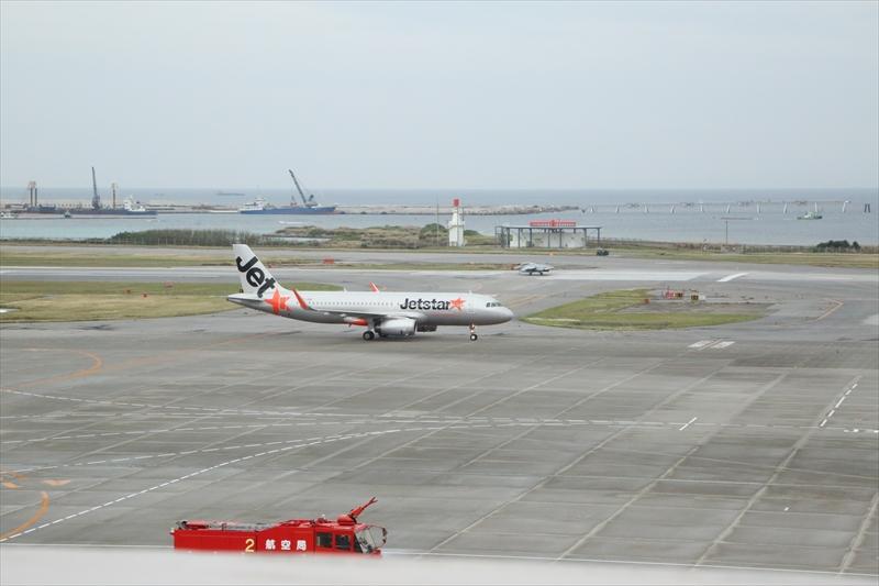 シンガポールからの3K791便が那覇に到着