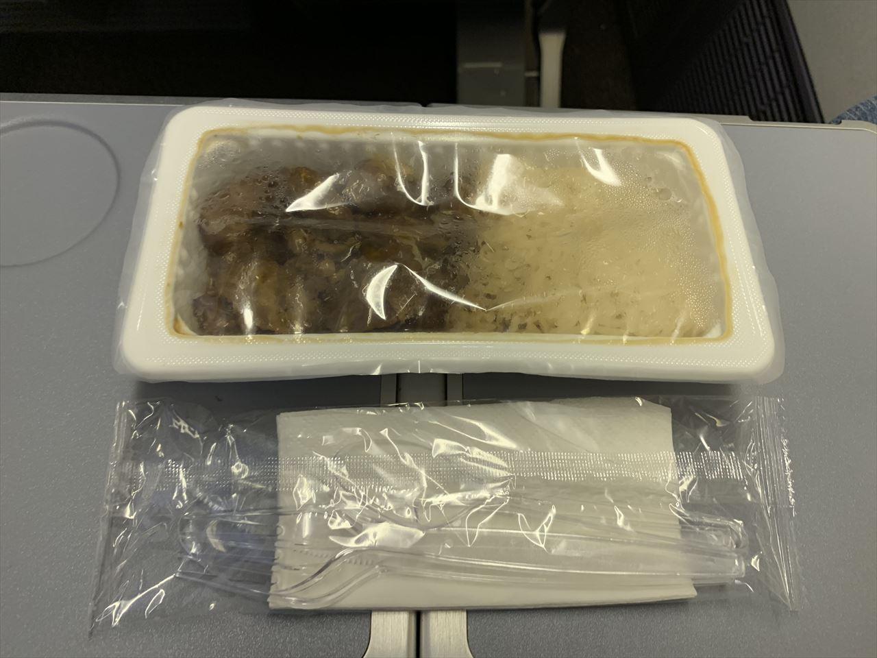 ノックスクート 機内食 日式照焼鶏肉飯
