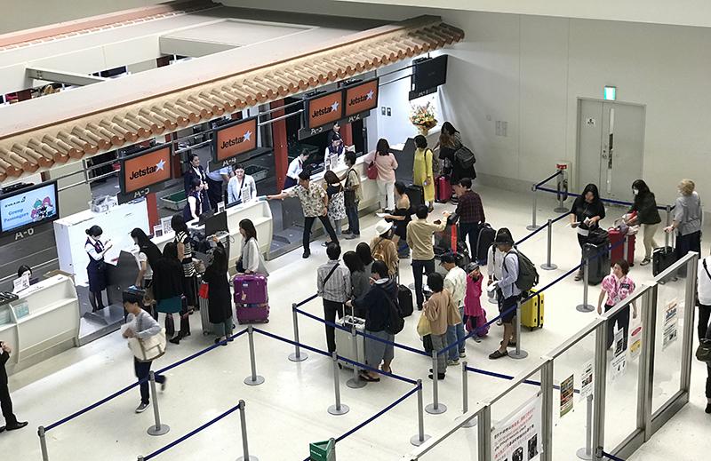 那覇空港国際線チェックインカウンター