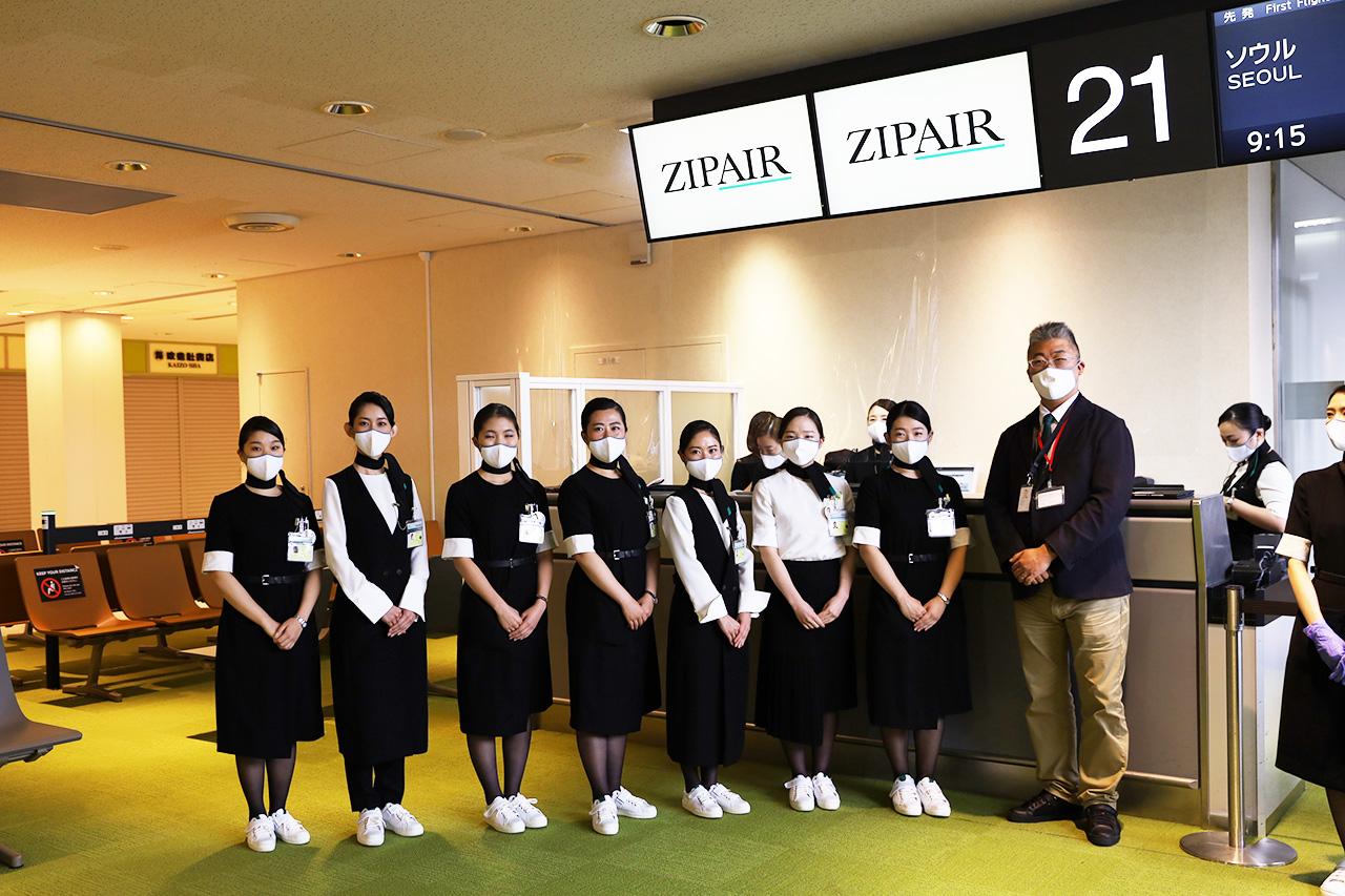 ジップエア 成田ーソウル旅客初便 搭乗ゲート前