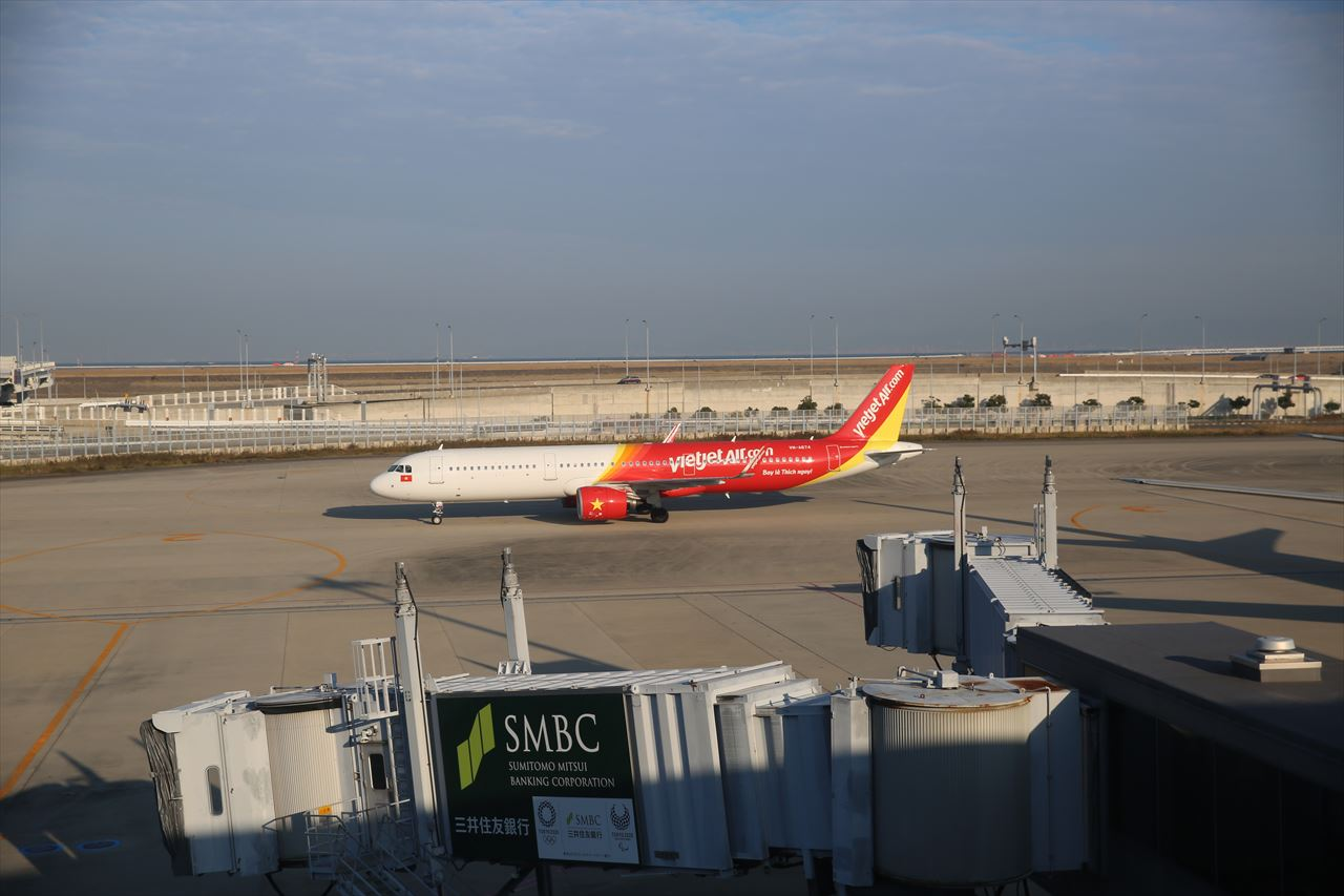 搭乗ゲート前にVJ938便が到着