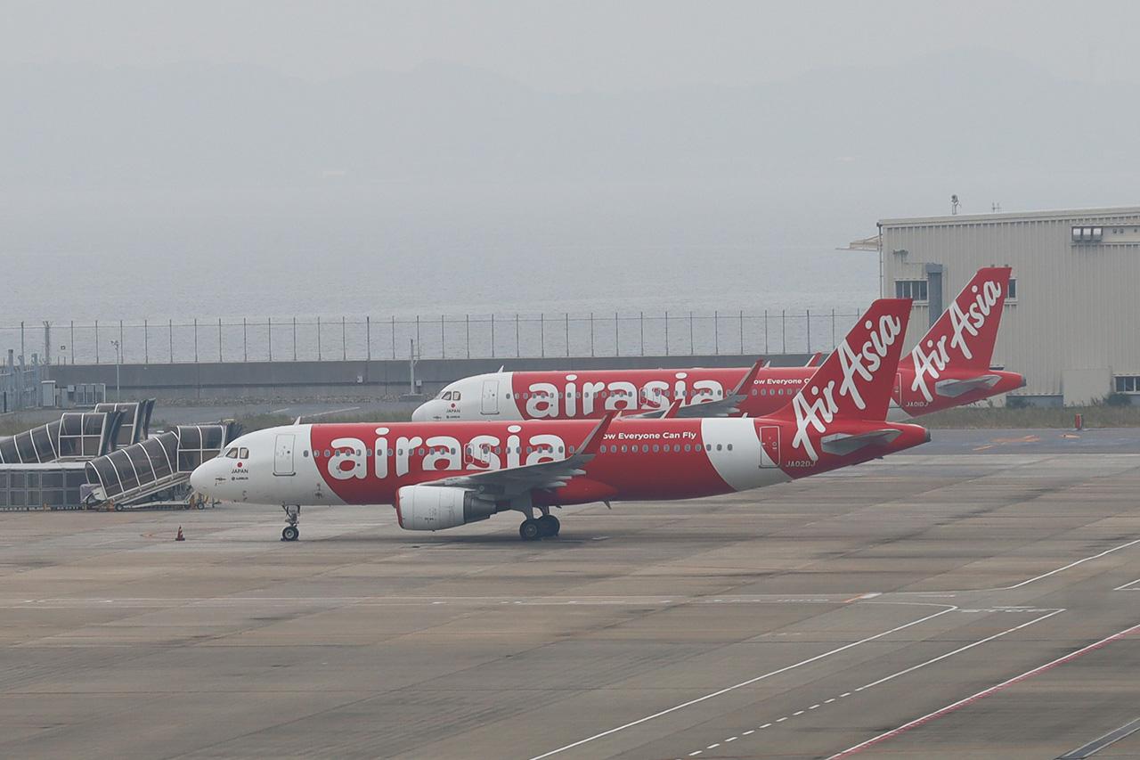 駐機中のエアアジア機 2020/10/5午前撮影