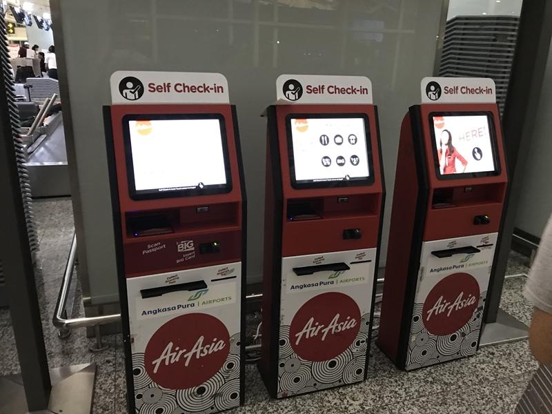 デンパサール空港 エアアジア 自動チェックイン機