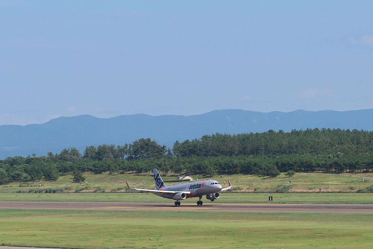 成田からのGK777便が庄内に到着