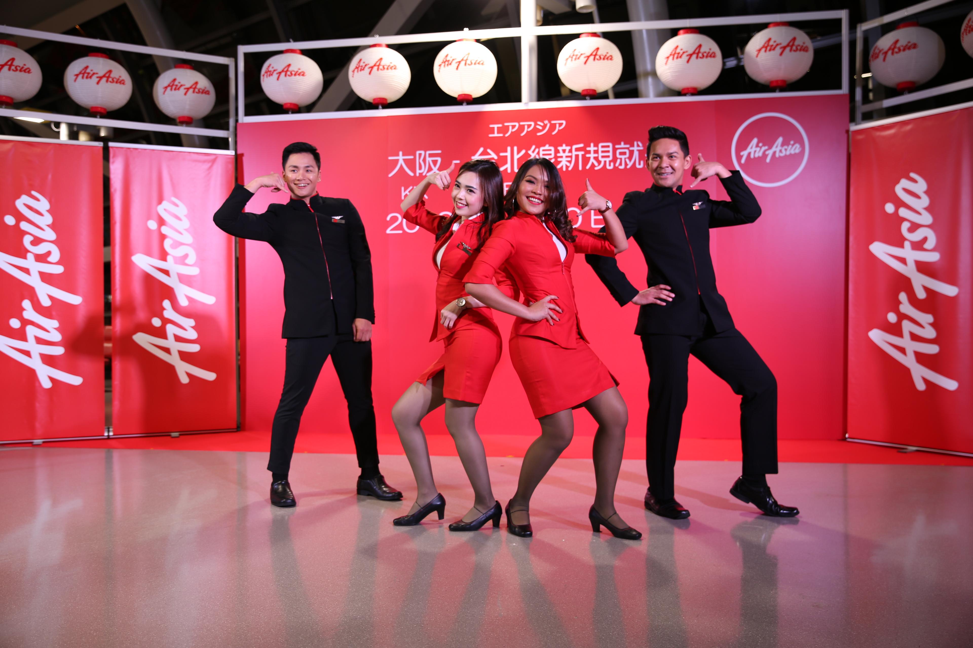 エアアジアXファンチームのダンスパフォーマンス