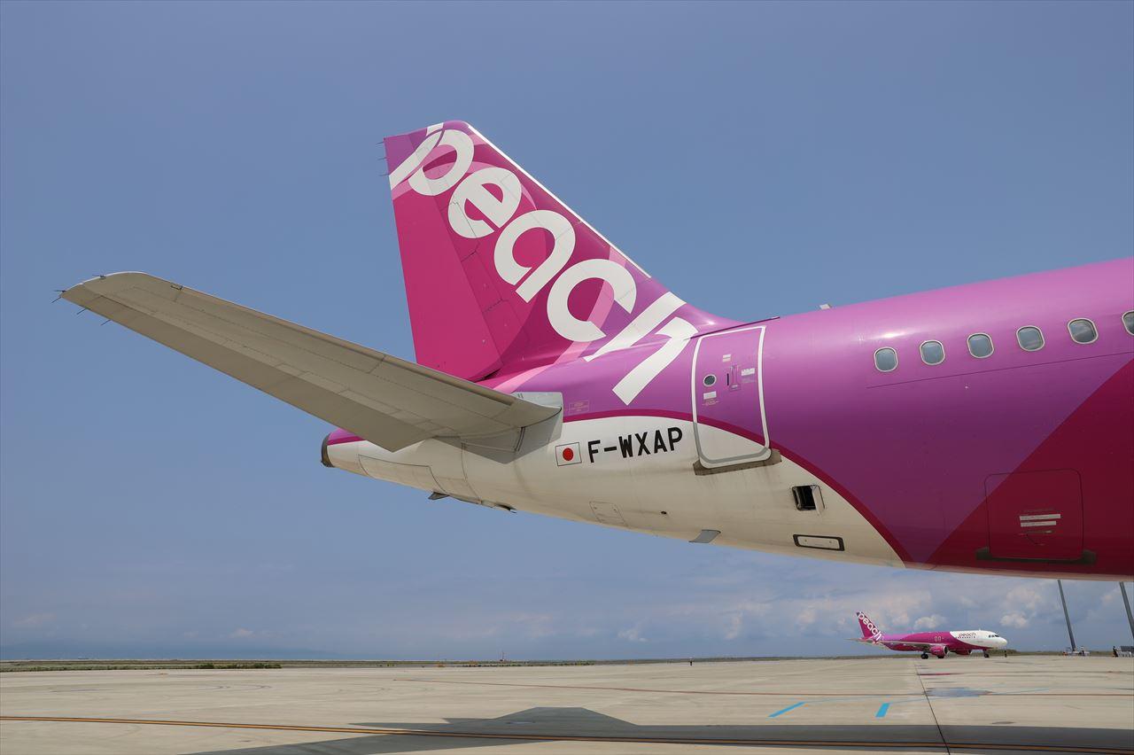 ピーチ初号機(旧JA801P)機体尾部にも新登録番号 F-WXAP
