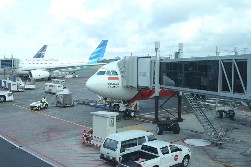 XT402 デンパサール空港に到着