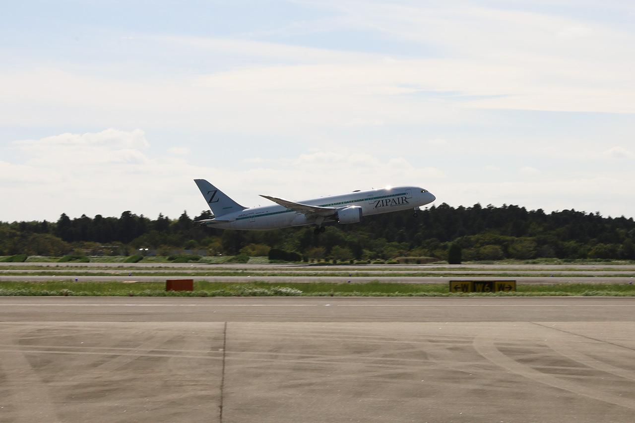 シンガポールへ向けて離陸するZG53便