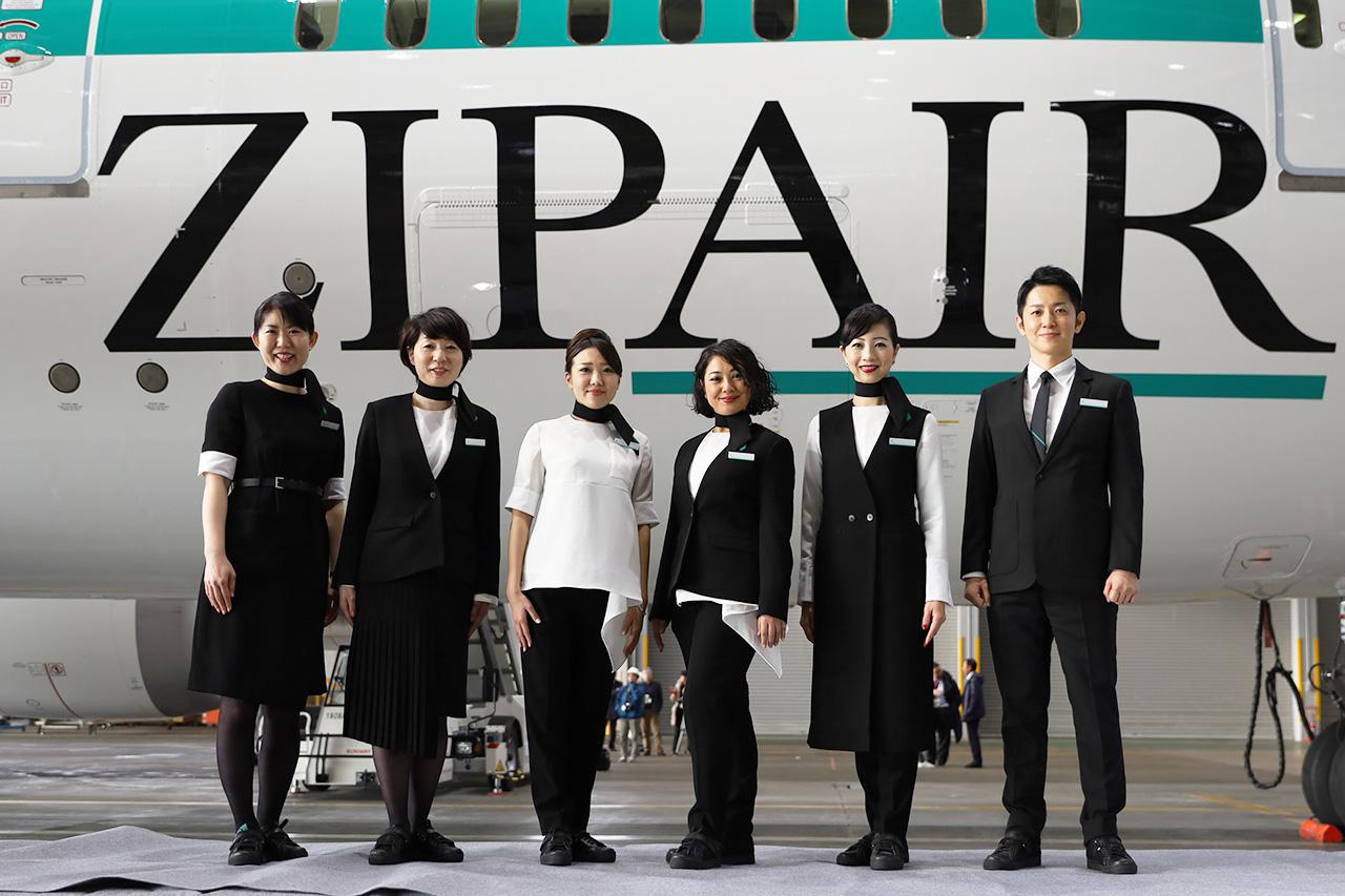 ZIPAIR 1号機と客室乗務員さん