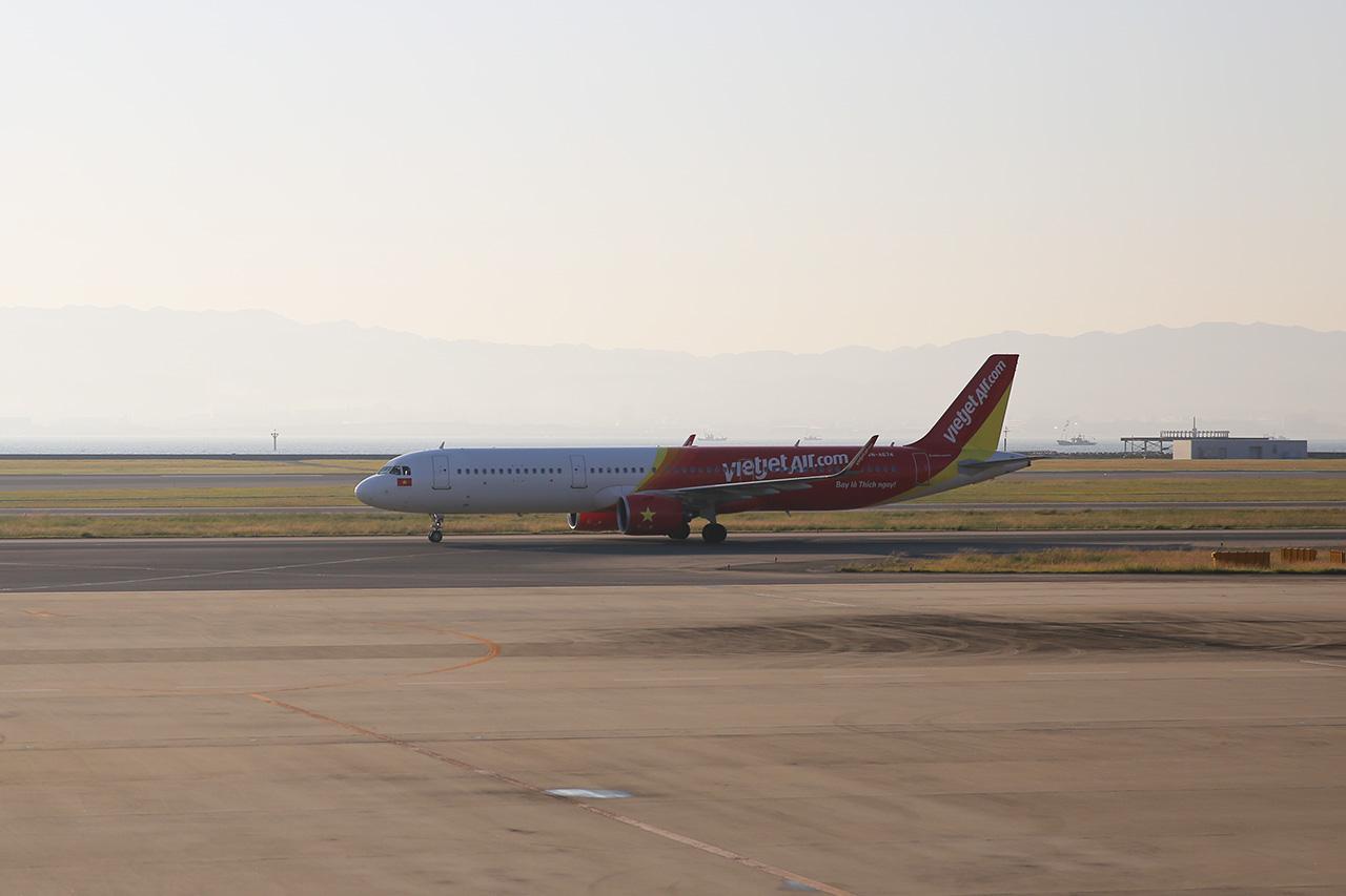 ハノイからVJ938初便が到着