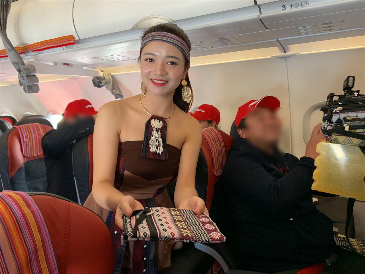 プレゼント第2弾はムォン少数民族の手作りバッグ