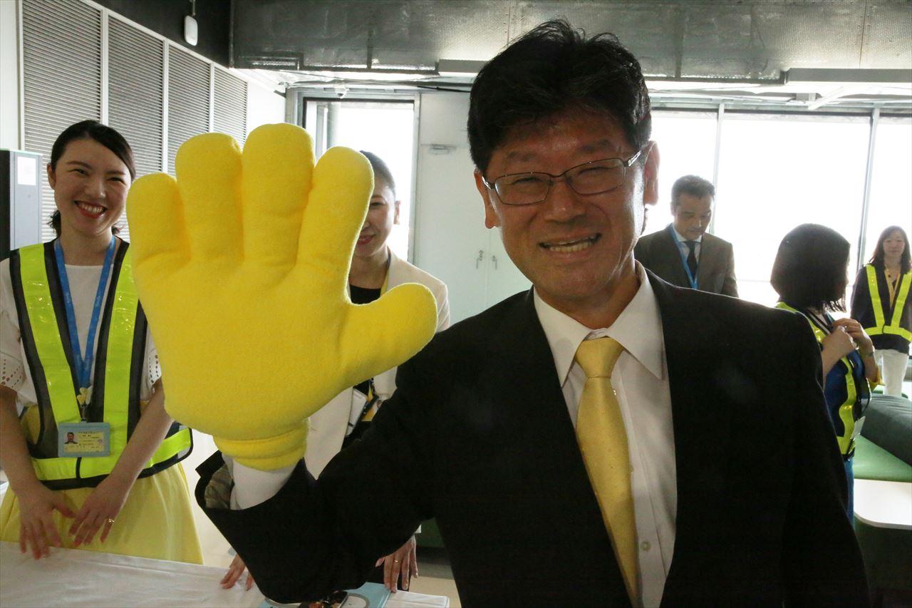 幸せの黄色いビッグハンドの五島社長