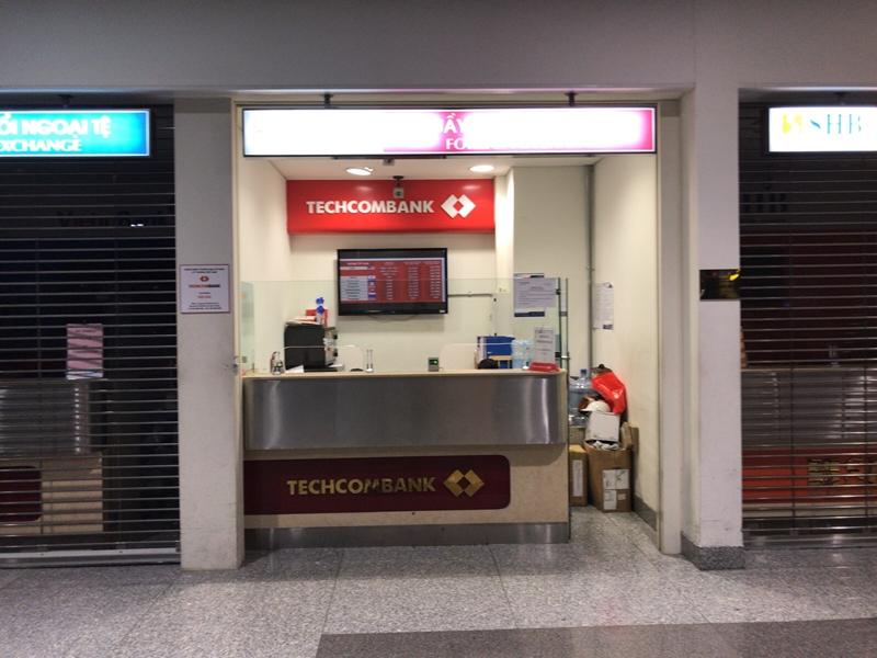 深夜のハノイノイバイ国際空港 1Fフロア 両替